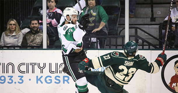 STARS NOTCH THIRD STRAIGHT WIN